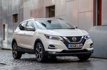 2019 Nissan Qashqai front three-quarter static