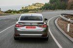 Lexus ES 2019 rear tracking shot