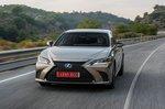 Lexus ES 2019 low front tracking shot