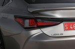 Lexus ES 2019 rear left close-up