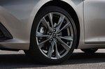 Lexus ES 2019 wheel detail