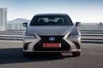 Lexus ES 2019 front static shot