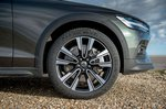 Volvo V60 CC 2019 front wheel detail
