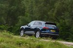 Volkswagen Touareg 2019 rear side tracking shot