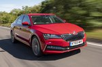 Skoda Superb 2021 front right tracking
