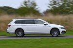 Volkswagen Passat Estate GTE 2021 right panning