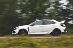 Honda Civic Type R 2019 left side panning shot