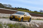 Alfa Romeo Giulia 2019 wide left front tracking