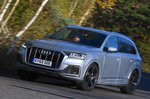 Audi Q7 2019 RHD wide cornering