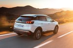 Peugeot 3008 Hybrid 2020 rear right tracking shot