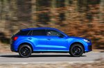 Audi Q2 side panning - blue 19-plate car