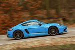 Porsche 718 Cayman T side panning - 19-plate car