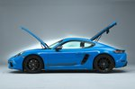 Porsche 718 Cayman T side studio - 19-plate car
