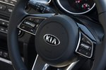 Kia Ceed Sportswagon 2020 RHD steering wheel detail