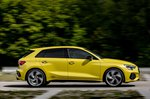 Audi S3 2020 right panning