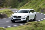 Volvo V90 Cross Country 2021 Front cornering