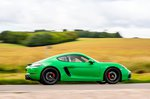 Porsche Cayman 2021 right panning