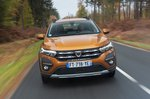 Dacia Sandero Stepway 2021 front tracking