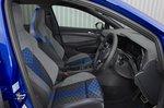 Volkswagen Golf R 2021 front seats