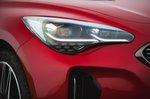 Kia Stinger 2021 headlight detail