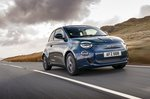 Fiat 500e 2021 front right tracking