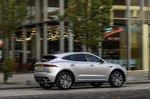Jaguar E-Pace 2021 right tracking