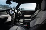 Mini Electric 2021 front seats
