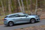 Renault Megane Sport Tourer 2021 right tracking