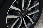 Land Rover Discovery 2021 alloy wheel detail