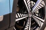 MG ZS EV 2021 alloy wheel detail