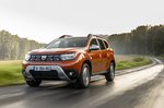 Dacia Duster 2021 front wet road tracking