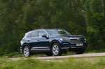 Volkswagen Touareg 2019 front side tracking shot