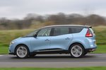 Renault Grand Scenic 2019 left panning shot