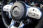 Mercedes-AMG GT Roadster 2019 steering wheel detail