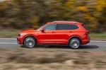 Volkswagen Tiguan Allspace 2019 left panning shot