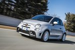 Abarth 595 2019 front tracking shot