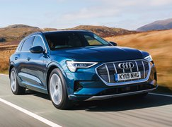 Audi E-tron 2019 UK front right tracking