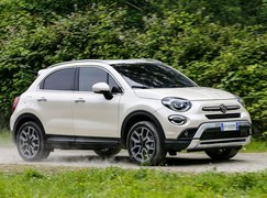 2018 Fiat 500X front three quarter