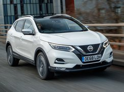 2019 Nissan Qashqai front three-quarter driving