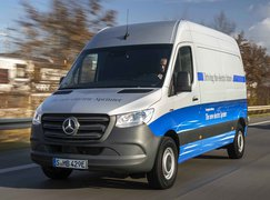 Mercedes eSprinter action front