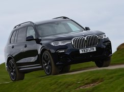 BMW X7 2021 front right tracking