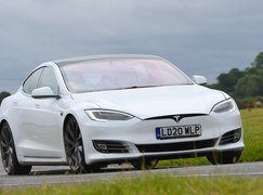 Tesla Model S 2021 front cornering