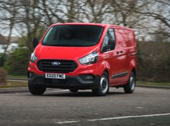 Ford Transit Custom PHEV 2021 front cornering