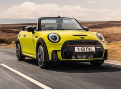 Mini Convertible 2021 front right tracking roof down