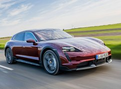 Porsche Taycan Cross Turismo 2021 front right tracking