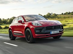 Porsche Macan 2021 front right tracking