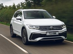 Volkswagen Tiguan eHybrid 2021 front right tracking