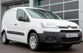 Citroen Berlingo van pre-2018 front three-quarter