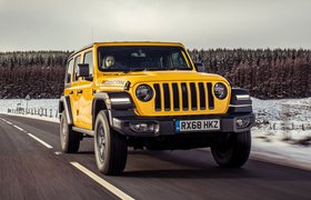 Jeep Wrangler 2019 Front tracking shot