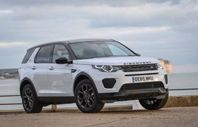 Land Rover Discover Sport 2019 front right cornering shot